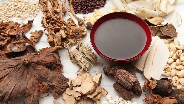 Chữa bệnh gút bằng lá tía tô và thuốc Đông y có hiệu quả cao