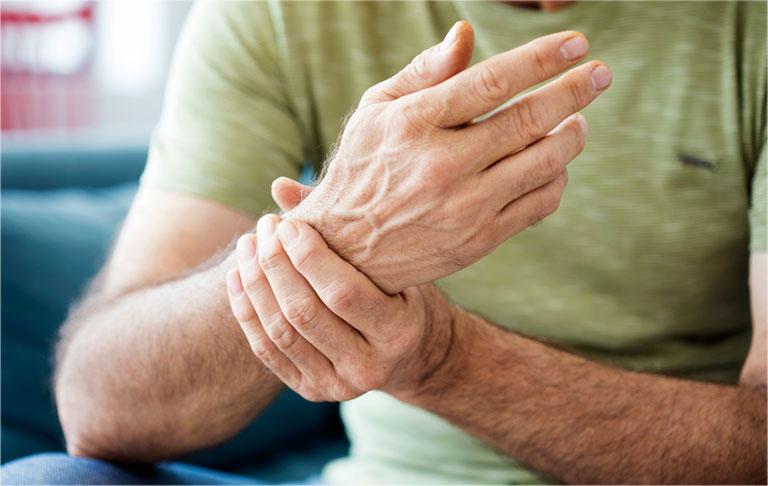 Bệnh gout có thể gây đau ở cổ tay